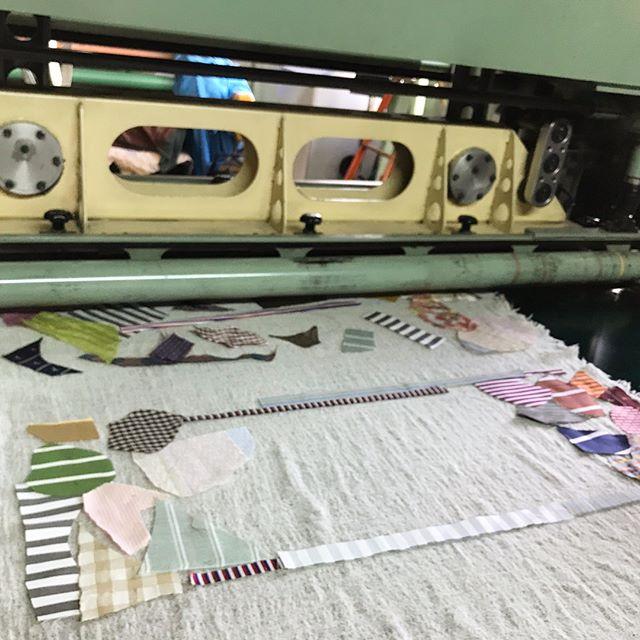 【ハタオリマチフェスティバル】今週の土日に山梨県富士吉田市で開催されるハタオリマチフェスティバルに参加させて頂きます。pole-poleは山梨県織物整理さんと一緒にニードルパンチでスカーフを制作するワークショップを開催します。本日そのサンプルを制作してきまさしたがとてもよくできましたので皆様ぜひ、遊びにいらしてください!!2017.10.7(sat)-10.8(sun) 10:00-16:00http://hatafes.jp/2017/2017/10/01/needle-punch/@hataorifes #poletopoletextile #textile #textiledesign #poletopole #hatafes #ポールトゥポール #ハタオリマチフェスティバル #ハタフェス