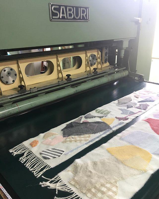 【ハタオリマチフェスティバル】ワークショップ開催してますよ〜!!pole-poleは山梨県織物整理さんと一緒にニードルパンチでマフラーを制作するワークショップを開催しています。本日は、この後15時から第2回目があります。飛び入り参加もできますので皆様ぜひ、よろしくお願いします。2017.10.7(sat)-10.8(sun) 10:00-16:00http://hatafes.jp/2017/2017/10/01/needle-punch/@hataorifes #poletopoletextile #textile #textiledesign #poletopole #hatafes #ポールトゥポール #ハタオリマチフェスティバル #ハタフェス
