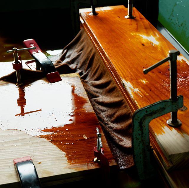 """山梨県富士吉田市で行われるハタオリマチフェスティバルのワークショップのサンプル制作で富士吉田の工場にうかがいました。今年は10/7,8の2日間で行われます。また、8/30より代々木八幡のケースギャラリーでpole-poleの展示会を行います。こちらの展示会もどうぞ楽しみにしていてください。pole-pole textile labo 003 """" emerge """" 『 空間と触れるテキスタイルデザイン 』CASE GALLERY2018/08/30(木) ~ 09/09(日)平日 : 14:00~20:00 月曜日は休館土・日 : 11:00~20:00OPNING PARTY 8/31 18:00~入場無料渋谷区元代々木町55-6#poletopoletextile #textile #textiledesign #poletopole #hatafes #ポールトゥポール #ハタオリマチフェスティバル #ハタフェス"""